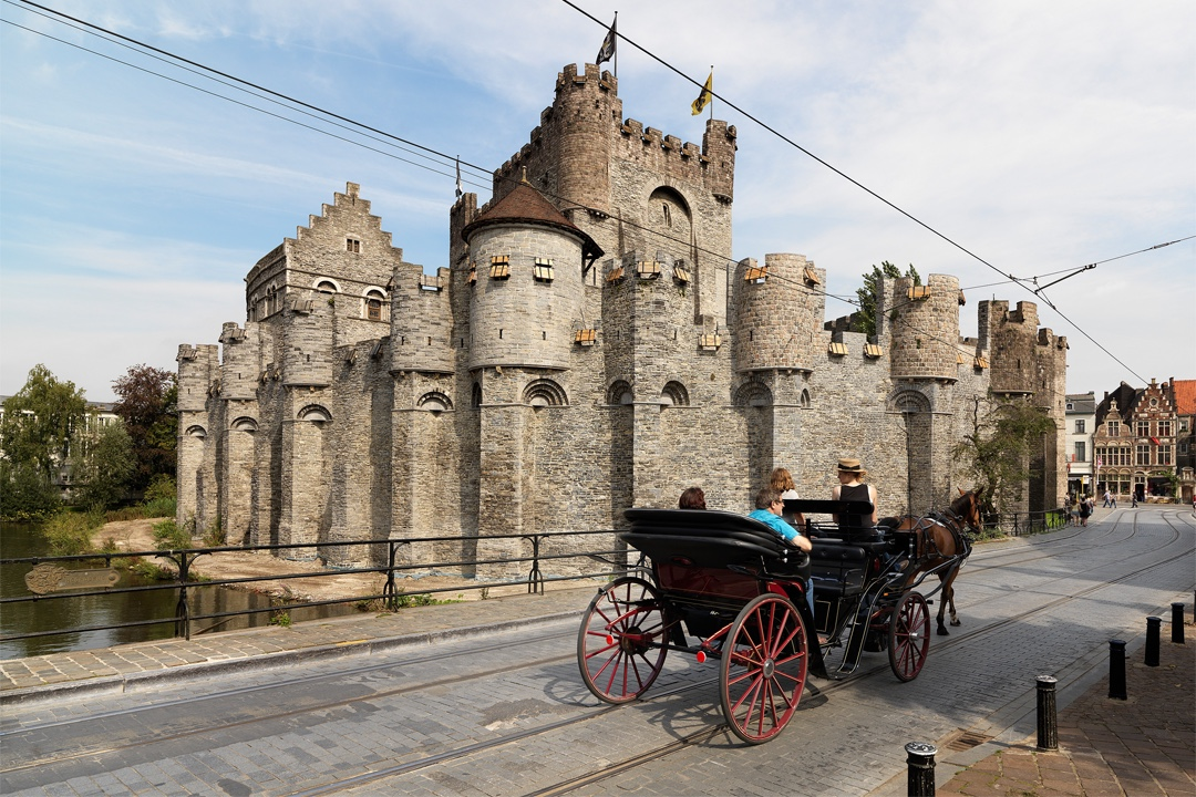 Bezoek kasteel met koets en paard te Gent